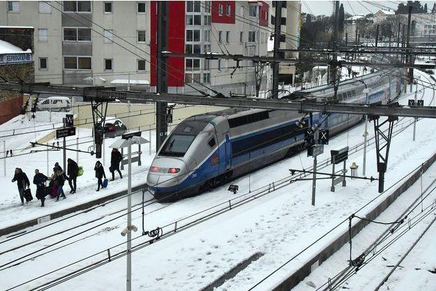 Un TGV bloqué par la neige le 1er janvier à Montpellier.