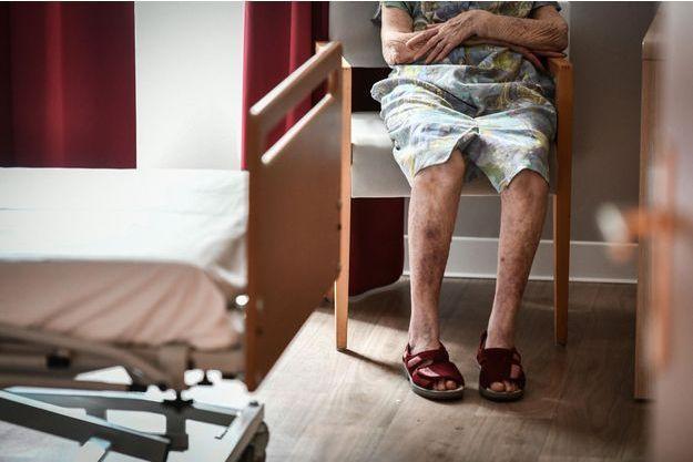 Un aide-soignant du Val-de-Marne est soupçonné d'avoir maltraité et violenté une pensionnaire de 98 ans de l'établissement où il travaille.