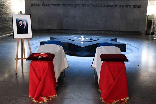 Les cercueils de Simone Veil et son époux Antoine ici au Mémorial de la Shoah.