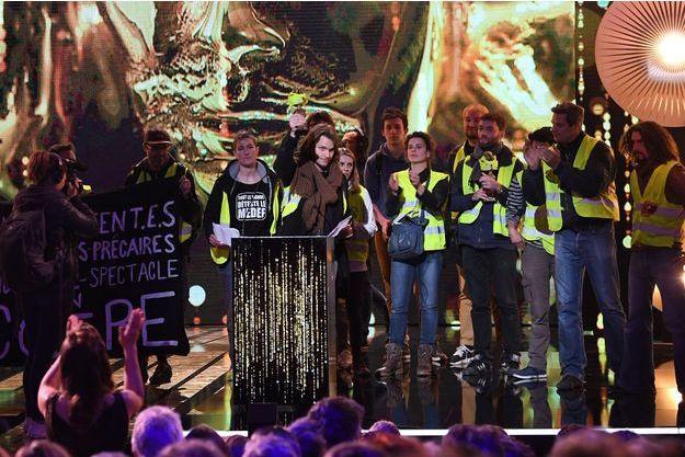 """Des """"gilets jaunes"""" sur la scène des Molières, le 13 mai."""