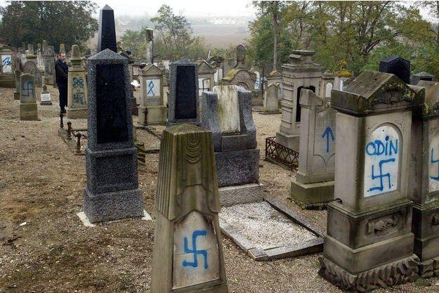 Le cimetière israélite de Brumath avait été profané en 2004.