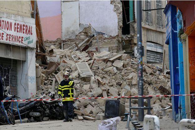 Des décombres des immeubles effondrés, à Marseille.