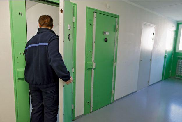Inauguré en 2013, le centre pénitentiaire, malgré sa modernité, a rapidement connu de graves incidents. Le profil des détenus explique en partie la situation. Le turn-over des personnels atteint 30 % par an