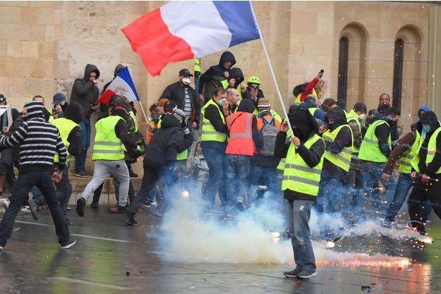 A Bordeaux, des échauffourées ont éclaté en marge du rassemblement des gilets jaunes.