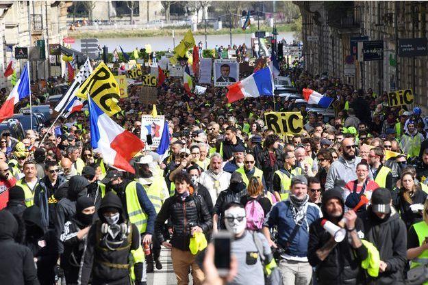 """Des""""gilets jaunes"""" à Bordeaux, le 16 mars."""