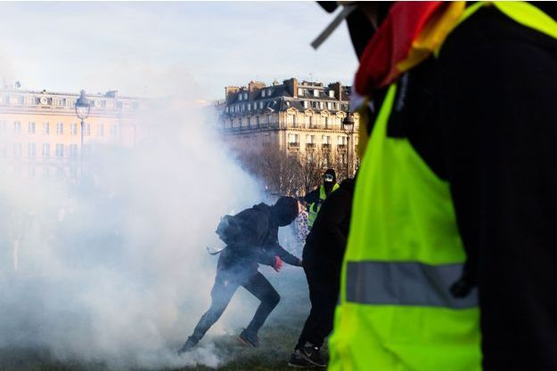 """Des """"gilets jaunes"""" à Paris en février (image d'illustration)."""