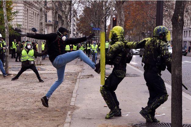 Photo prise lors des violentes manifestations à Paris le 1er décembre 2018.