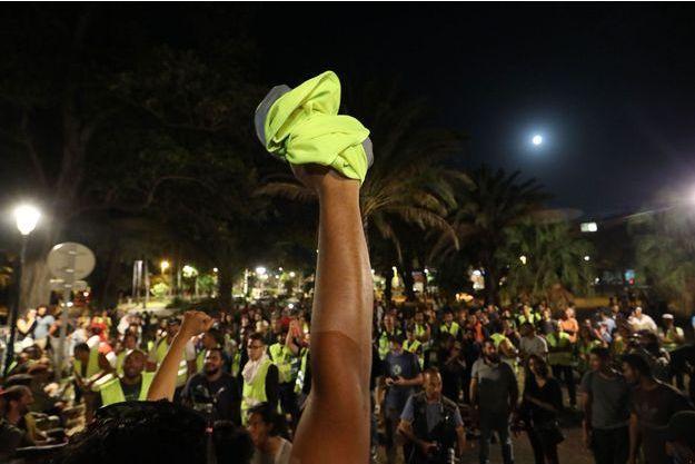 Une manifestation de gilets jaunes à La Réunion fin novembre