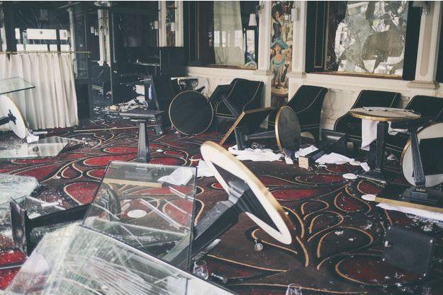 L'intérieur du Fouquet's a été détruit par les casseurs.