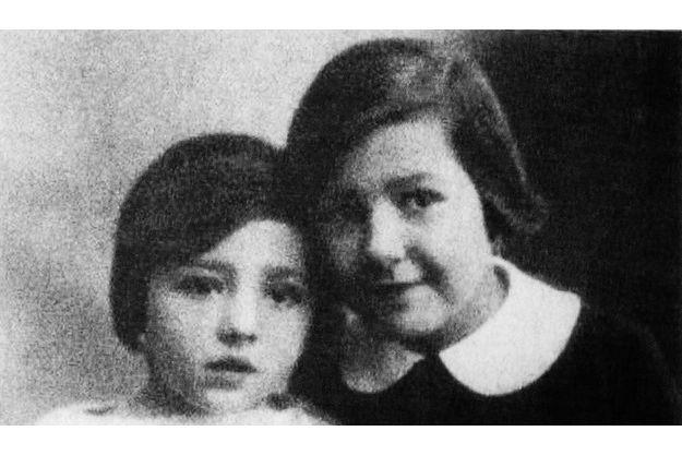 Juliette Gréco et sa sœur Charlotte.