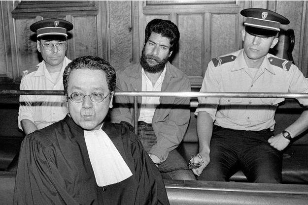 Jacques Vergès lors du procès de George Ibrahim Abdallah, l'activiste libanais finalement condamné pour terrorisme, en 1986.