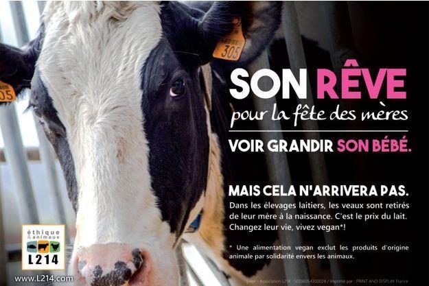 Visible depuis mercredi matin, la campagne de L214 dénonce la souffrance des vaches laitières.
