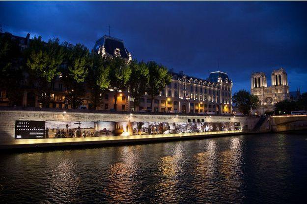 """""""Nuit noire en Centrafrique"""" sur les quais parisiens."""