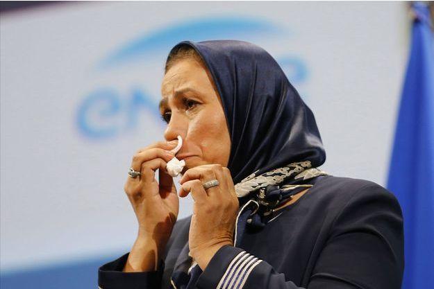 Latifa Ibn Ziaten en larmes en recevant son prix.
