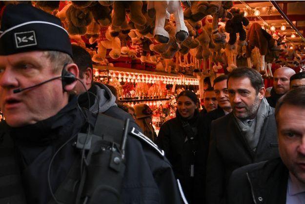 Christophe Castaner vendredi matin au marché de Noel de Strasbourg.