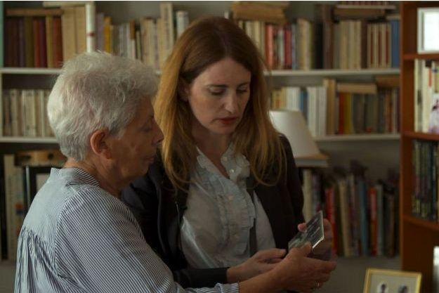 Sophie Nahum rencontre d'anciens déportés à travers la France afin de recueillir leurs témoignages.