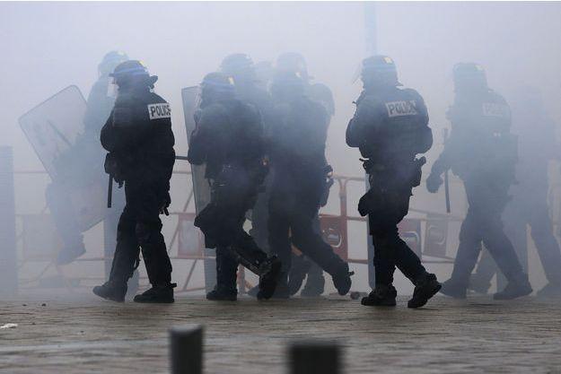 Des policiers lors d'une manifestation à Nantes