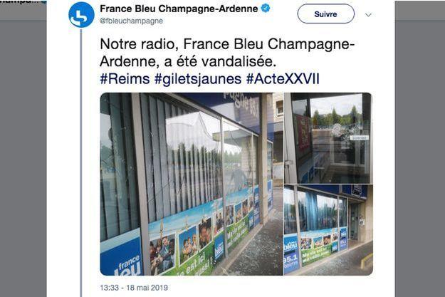 """Une dizaine de """"casseurs"""" ont brisé les vitres des locaux de France Bleu à Reims pendant le 27e acte des """"gilets jaunes"""" samedi,"""