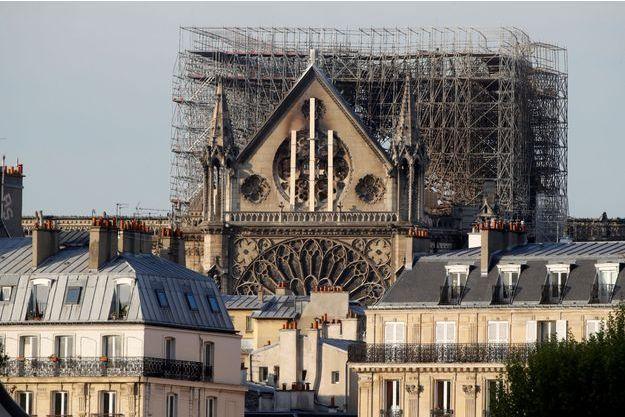 La cathédrale Notre Dame ravagée par incendie lundi.