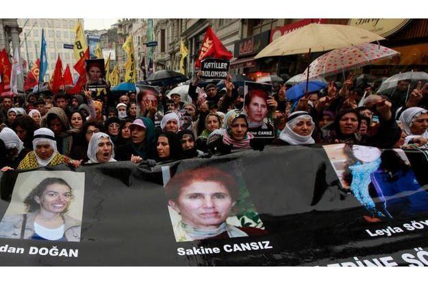 Au lendemain du meurtre des trois militantes, plusieurs centaines de personnes s'étaient réunies pour manifester à Istanbul.