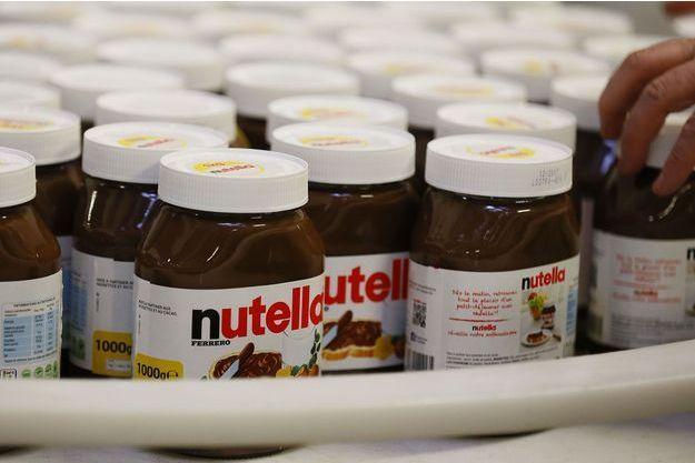 Des pots de Nutella dans l'usine de Villers-Ecalles.