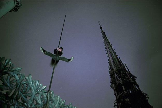 Alexandre Poussin fait le zouave à Notre-Dame de Paris.