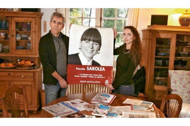 Engagée à gauche, Pascale Saroléa s'était présentée en 2004, l'année de son décès, aux élections régionales sur la liste de Michel Vauzelle. Son compagnon et sa fille ont conservé une de ses affiches.