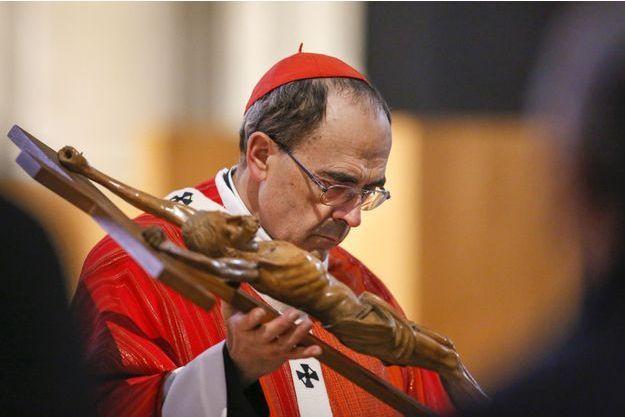 Le cardinal Barbarin lors d'une messe à Lyon, le 25 mars 2016.