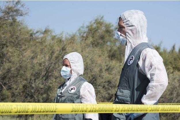 Des agents de la police technique et scientifique procédaient dimanche matin aux premières constatations dans le cimetière qui a été fermé au public. (Photo d'illustration)