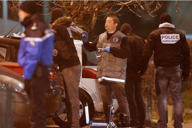 La police à la recherche des suspects à Reims mercredi 7 janvier.