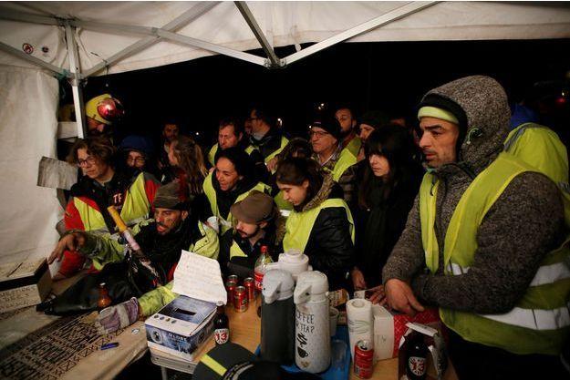 Des gilets jaunes à La Ciotat suivant lundi l'allocution d'Emmanuel Macron.