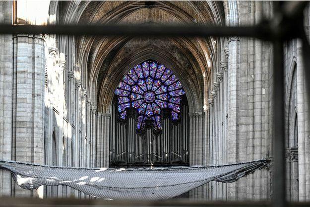 L'intérieur de Notre-Dame de Paris.