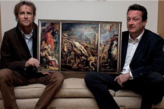 Roland et son cousin germain Arnaud avec « L'érection de la Croix » de Rubens, acheté par leur arrière-grand-père Théodore Tufer. C'est une reproduction, l'original est au Louvre…