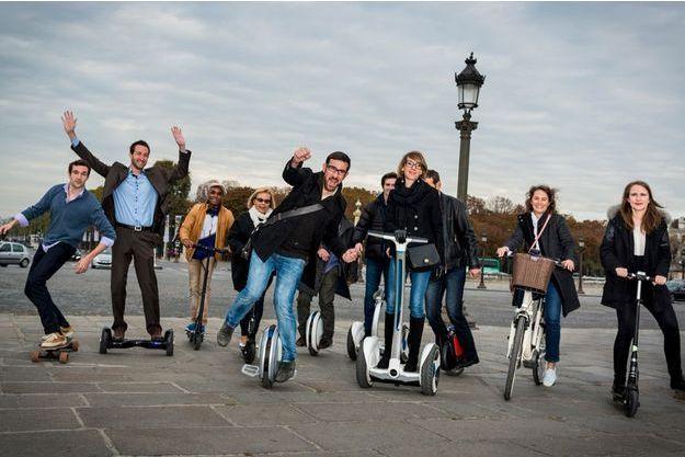 Place de la Concorde, à Paris. Hormis la cycliste, tous peuvent rouler sur les trottoirs.