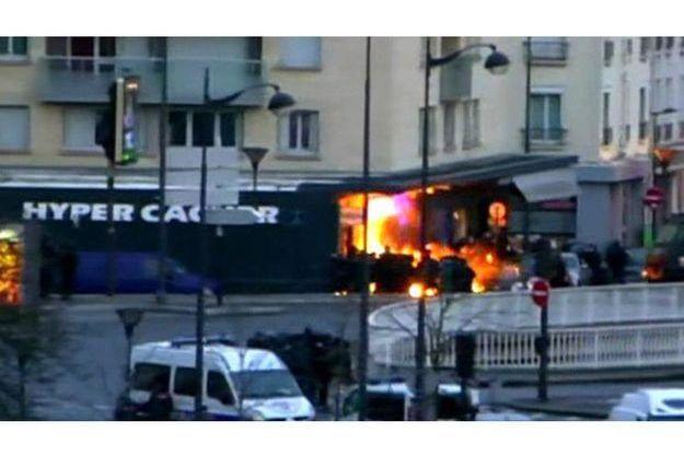 L'Hyper Casher, porte de Vincennes à Paris, où a eu lieu la prise d'otages, au moment de l'assaut des forces de l'ordre.
