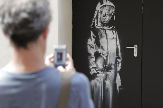 Une oeuvre attribuée à Banksy a été découverte à l'arrière du Bataclan.