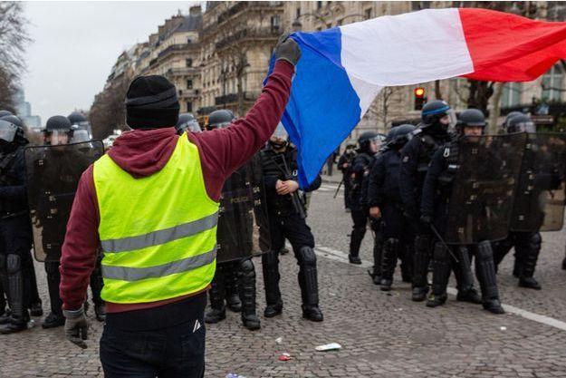 """Image d'illustration. Ici un """"gilet jaune"""" à Paris en janvier."""