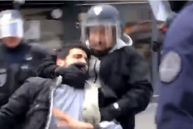 Extrait de la vidéo mettant en cause Alexandre Benalla, le 1er mai place de la Contrescarpe à Paris.