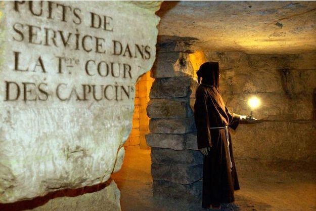 Les catacombes parisiennes seraient hantées par un mystérieux homme vert.