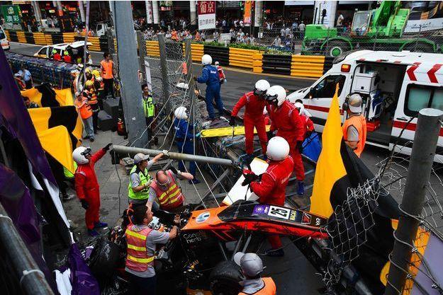 Les images de la voiture de Sophia Floersch après son accident sur le circuit de Macao