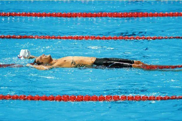 Le 8 août, après son sprint fulgurant en nage libre : il vient de remporter le 50 m.