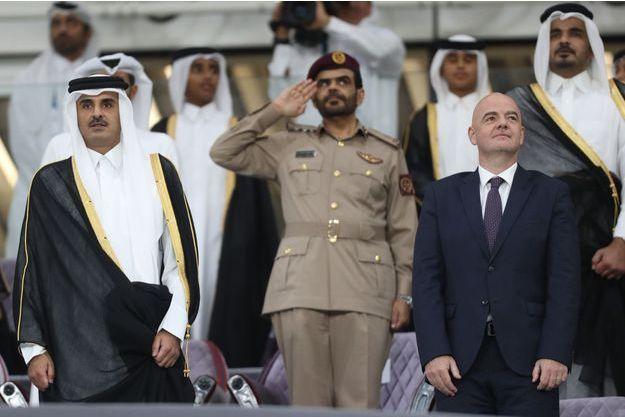L'émir du Qatar Tamim bin Hamad al-Thani et Gianni Infantino le 16 mai à l'Al Wakrah stadium.