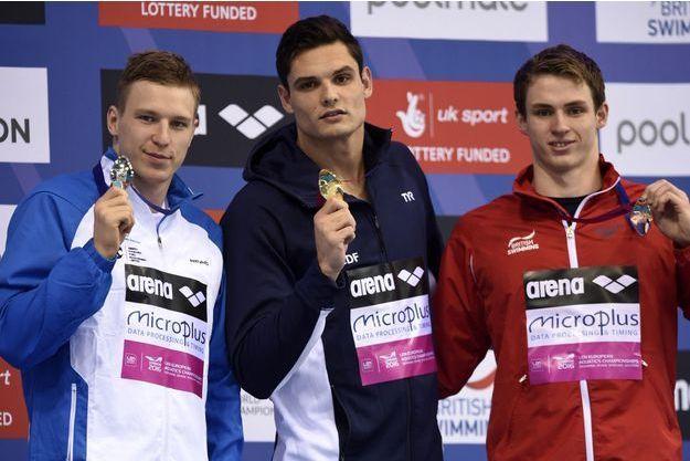 Florent Manaudou avec sa médaille d'or du 50 m nage libre.