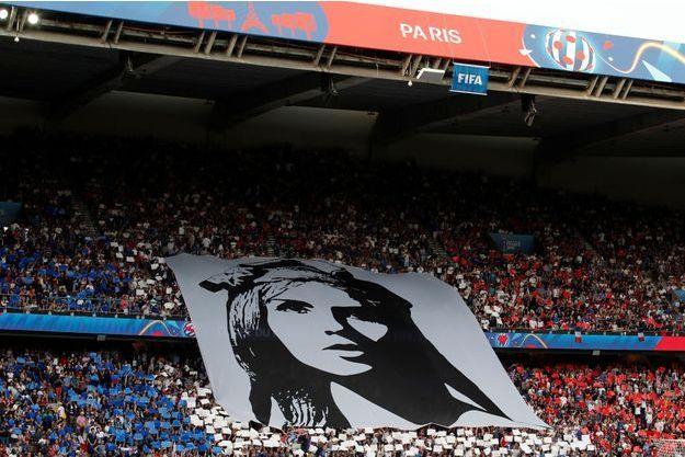 L'équipe de France de football féminin a été portée par la liesse populaire, comme ici au Parc des Princes.