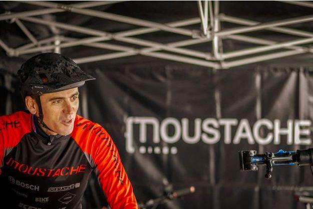 Julien Absalon, à la retraite depuis 2018, est désormais ambassadeur de Moustache Bikes, une marque de vélos à assistance électrique.