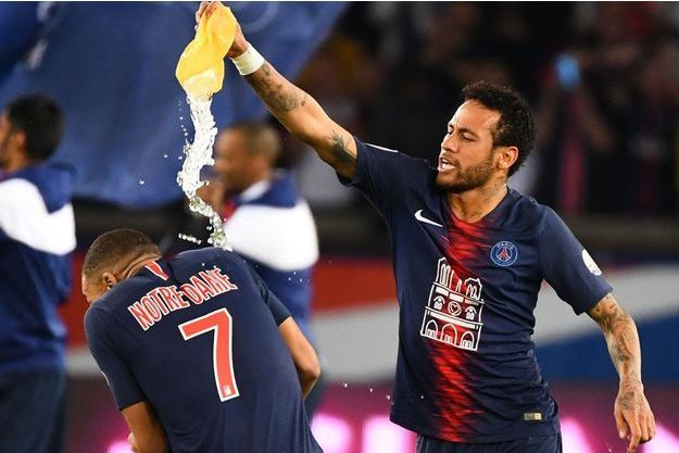 Kylian Mbappé s'amuse avec son partenaire brésilien Neymar.