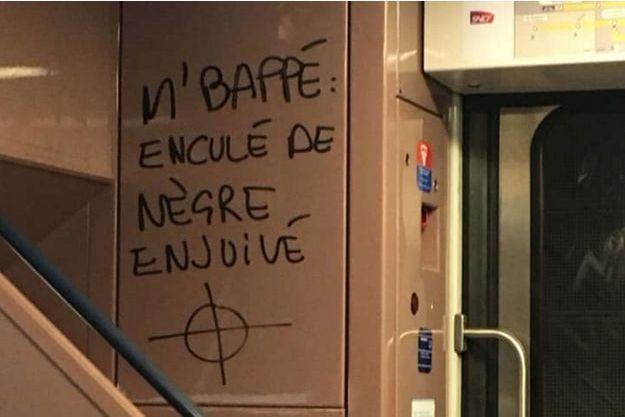 Un tag visant Kylian Mbappé a été découvert dans le RER C.