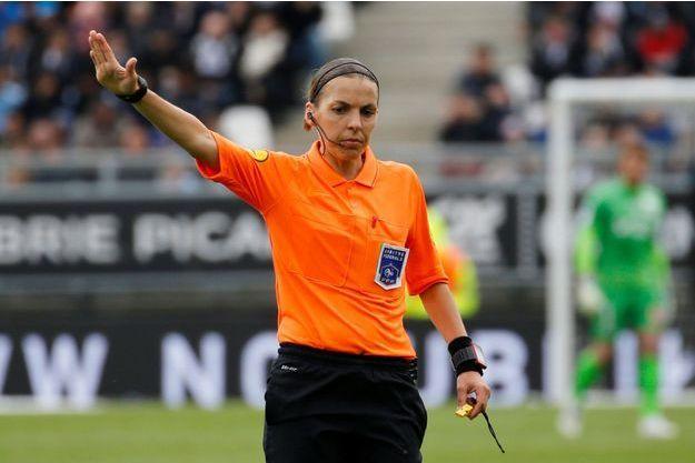 Stéphanie Frappart en avril lors du match Amiens SC contre RC Strasbourg.