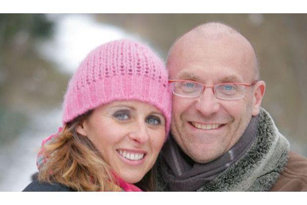 Chez lui, dans un atelier de brocanteur qu'il a aménagé en proche banlieue parisienne, avec Valérie, son bonheur. Ils se sont rencontrés en 2000 et mariés le 17 mai 2008.