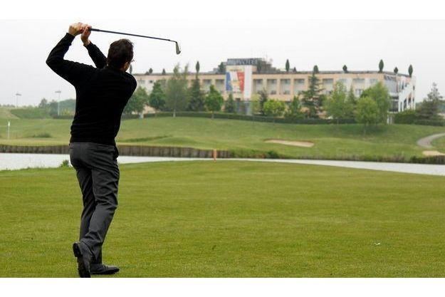 Pascal Grisot, le président du comité de la Ryder Cup, devant le Golf National, à Saint-Quetin-en-Yvelines.